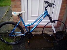 Ladies mountain bike for spares or repairs