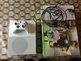 500GB White XboxOne with controller and Fifa 18 + original box.