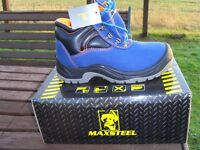 MAXSTEEL BLUE SAFETY HIKER TRAINER steel toe sizes 4,6,7,8 and 9 well padded new and boxed £20