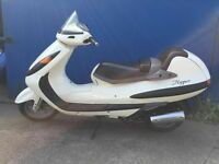 hyosung 125cc scooter low milage £ 695 ono