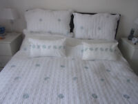 BEAUTIFUL KING SIZE BED COVER & PILLOW SHAM SET (DUNELM)