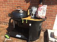 Large kettle charcoal BBQ. Great condition