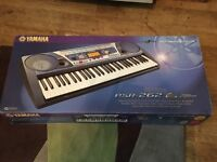 Yamaha PSR-262 keyboard complete with adjustable stand manual and cd, original box