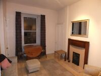 1 bedroom fully furnished top floor flat to rent on Viewforth Gardens, Bruntsfield, Edinburgh