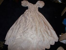 3X WEDDING DRESSES . BEAUTIFUL MATERIAL