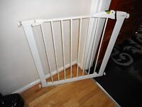 childs white pressure fix stair gate