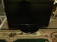 32 inch LG HD tv built in freeview 3 HDMI and USB good condition comes with the remote
