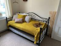 Day bed immaculate condition