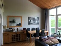 2 bedroom flat in The Crescent, Surbiton, KT6 (2 bed) (#1150893)
