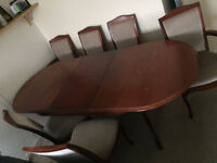 Mahogany Extendable Dining Table with 6 Chairs (2 Carver Chairs)