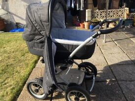 mamas and papas 3 in 1 combination pram/carry cot and push chair in very good condtion