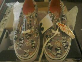 For sale a pair of vans size 6