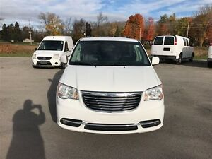 2015 Chrysler Town & Country Touring - MUST SEE VERY CLEAN Belleville Belleville Area image 7