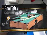 Mini pool table