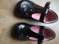 Black patent girl shoes size 3.5