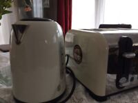 Russell Hobbs kettle and 4 piece toaster set
