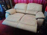 Immaculate Cream Leather 2 Seater Electric Recliner Sofa