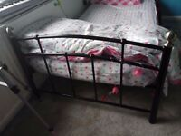 Black single metal bed - Very good condition - Cheap - Urgent