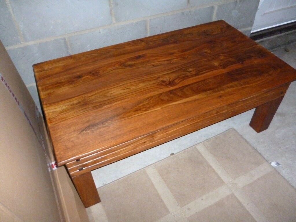 BEAUTIFUL JAIPUR SHEESHAM COFFEE TABLE IN VERY GOOD CONDITION.