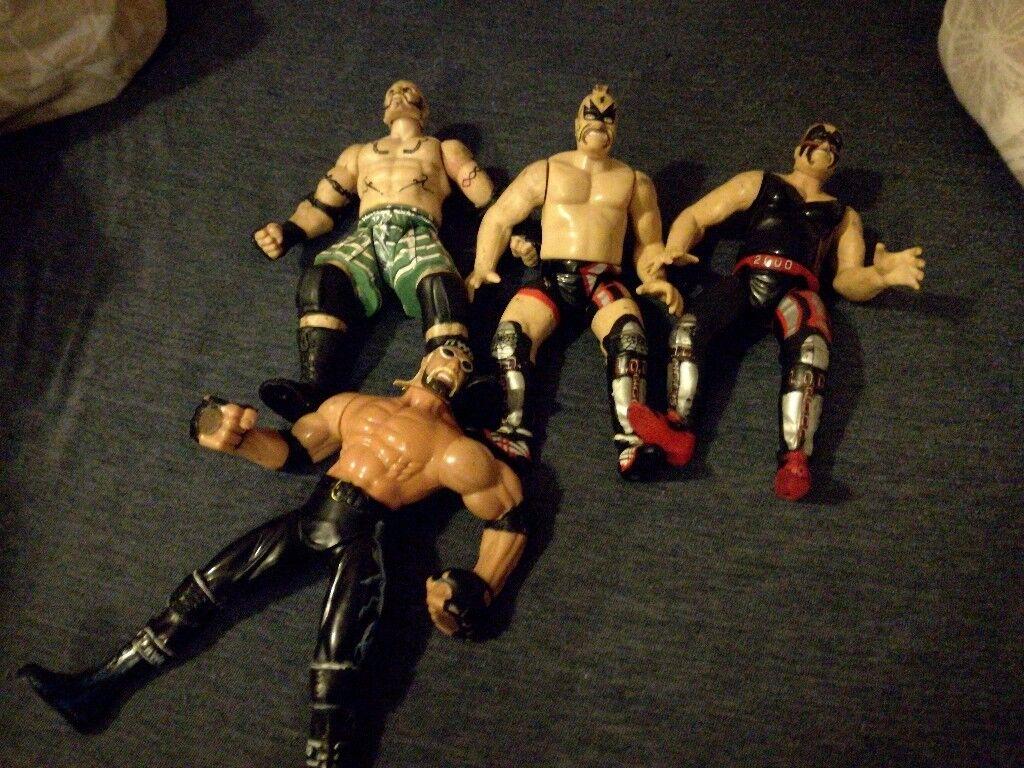Wrestler figures x4
