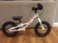 Saracen White Balance Bike