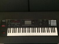 (AS NEW) Roland FA-06 Workstation Keyboard / Synthesizer + gig bag