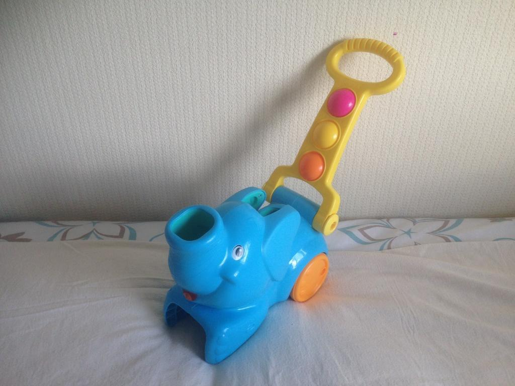 Baby's push along toy