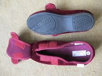 Ladies warm slippers, size 6