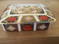 Royal crown derby china 1128 Imari lidded box in its own box 1st Quality