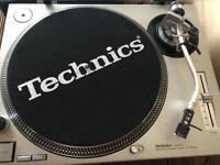 Technics turntable SL1200mk2