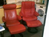 2 X RED EKORNES STRESSLESS RECINING CHAIRS WITH FOOTSTOOLS