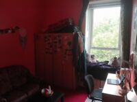 SINGLE ROOM TO RENT FOR STUDENT IN QUIET FLAT £80pw