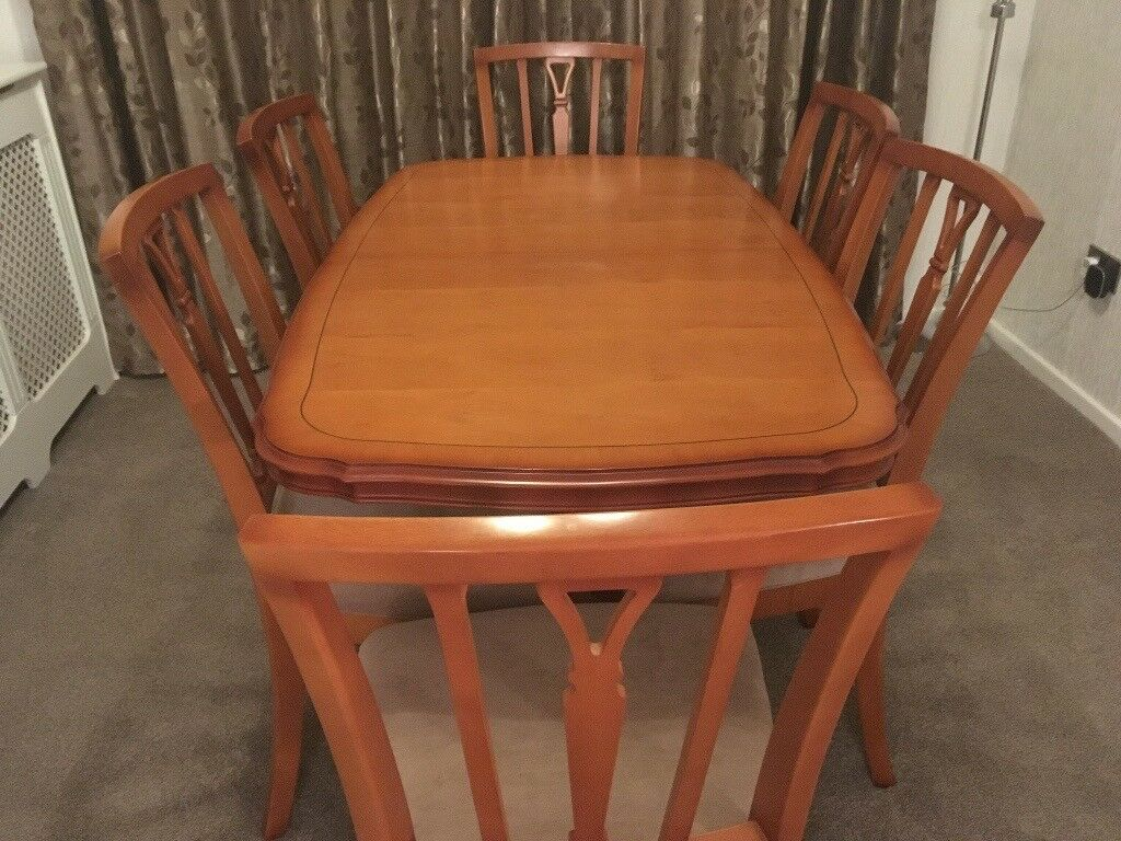 Yew Dining Table With 6 Chairs Glass Top Lamp Plus Nest Of 3