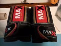 maxx body punch bag and gloves