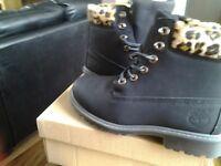 Fashion boots size 5
