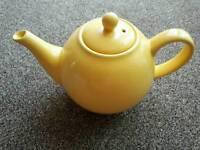 Royal London, yellow teapot