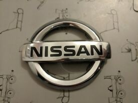 2013-Nissan-Qashqai-TAILGATE-BOOT-CHROME-LOGO-JD000-90890-GENUINE