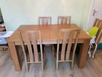 Extending oak dinning table with 6 chairs