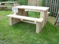 GOOD QUALITY BESPOKE HAND MADE 4FT PUB GARDEN TABLE & BENCH £ 99.00