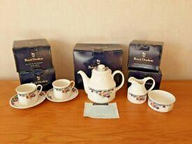 Vintage Royal Doulton Autumn Glory Tea set x6 cup saucers, teapot, sug