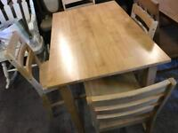 🎅 solid pine Table and 4 chairs