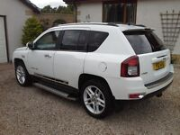 Jeep Compass Limited with full leather, Sat Nav, Touchscreen with hard drive and rear view camera.