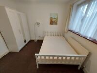 Lovely Double Room to Rent in a shared house at Doghurst Avenue, Hayes UB3. (Single Professional)