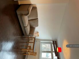 1 bedroom flat in Shelburne Court, London, SW15 (1 bed) (#1050213)