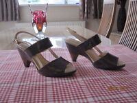 Clark's ladies shoes in taupe patent, size 4.