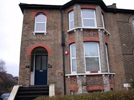 massive two bedroom flat in hendon, close to brent streets shops and transport links, £ 295 PW