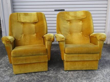 2 very comfortable lounge chairs