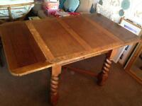 Solid wood extendable table with 4x chairs