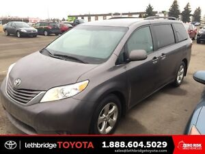 2016 Toyota Sienna 5dr LE 8-Pass FWD - 8-PASSENGER! TOYOTA CERTI