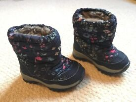 Next Toddler Girls Navy Floral Snow Boots Size 3